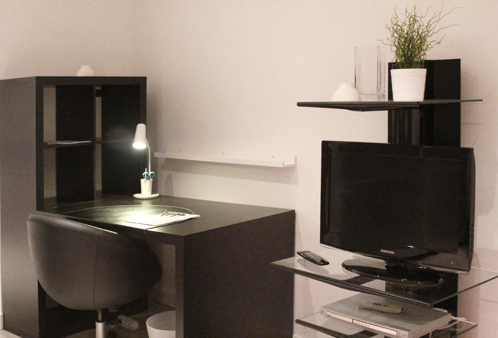 location t1 proche tram et centre ville. Black Bedroom Furniture Sets. Home Design Ideas